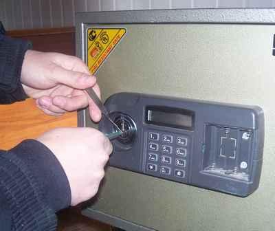 Взлом сейфа